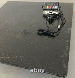 48 x 48 (4' x 4') Floor Scale / Pallet Size Industrial Scale. Light Used